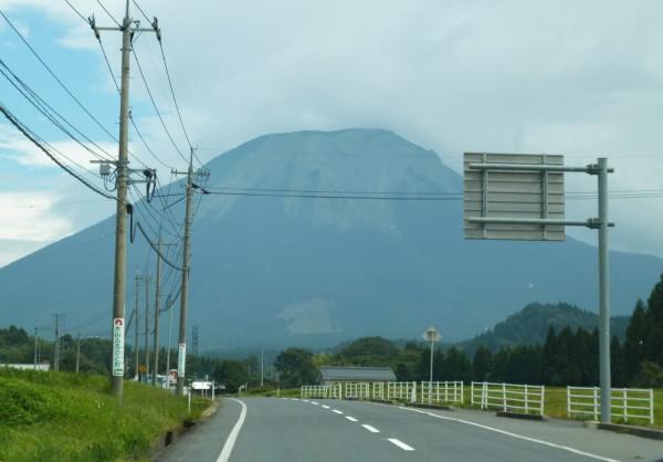 車内から見た大山